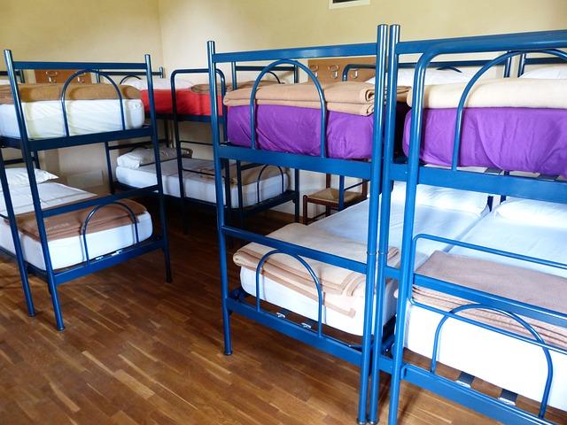 colchones y mobiliario para albergues